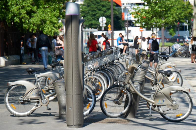 stations Vélib' et Autolib' Roland-Garros Paris.