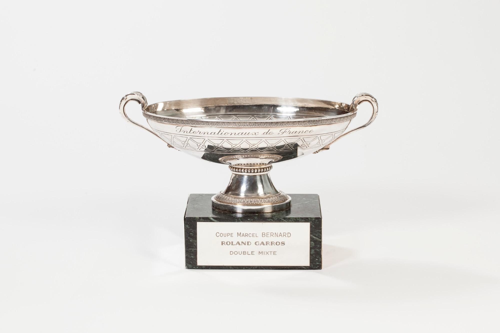 coupe Marcel-Bernard double mixte trophée Roland-Garros / Marcel Bernard's cup mixed doubles Roland-Garros trophy.