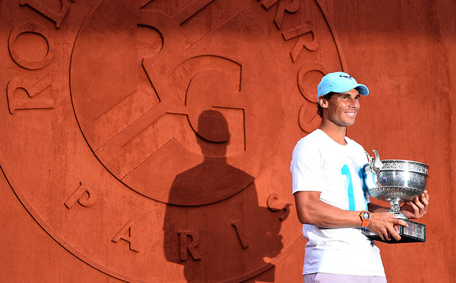 Rafael Nadal poses with the Coupe des Mousquetaires Trophy Roland-Garros 2018