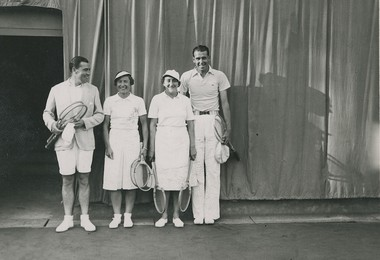 RG 1937 - Roland Journu, Marie Louise Horn, Simonne Mathieu et Yvon Petra