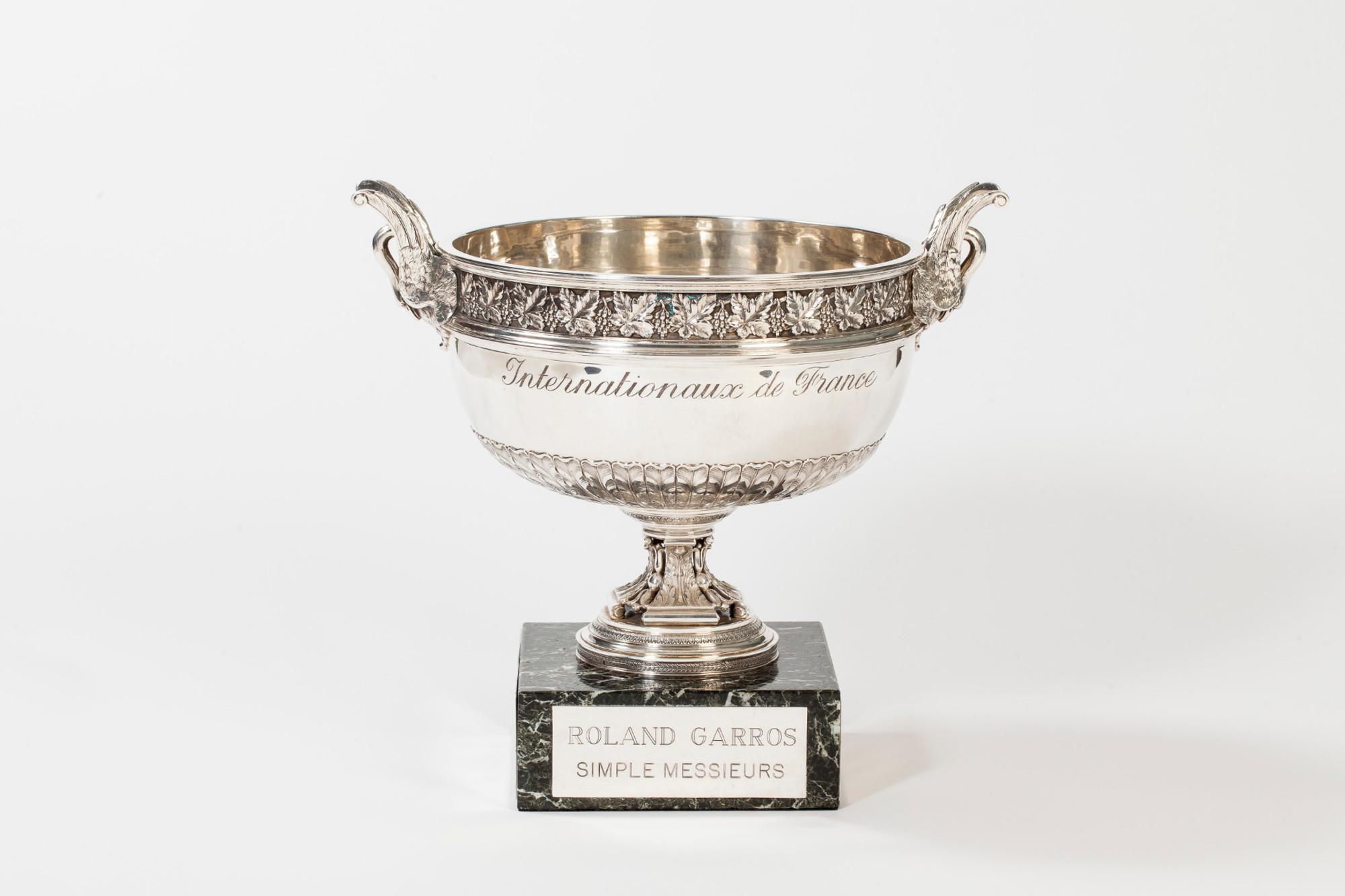 coupe des Mousquetaires simple messieurs trophée Roland-Garros / Musketeer's cup men's singles Roland-Garros trophy.