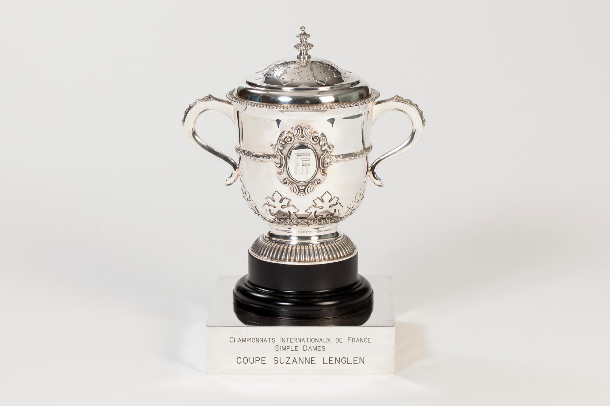 coupe Suzanne-Lenglen simple dames trophée Roland-Garros / Suzanne-Lenglen's cup women's singles Roland-Garros trophy.